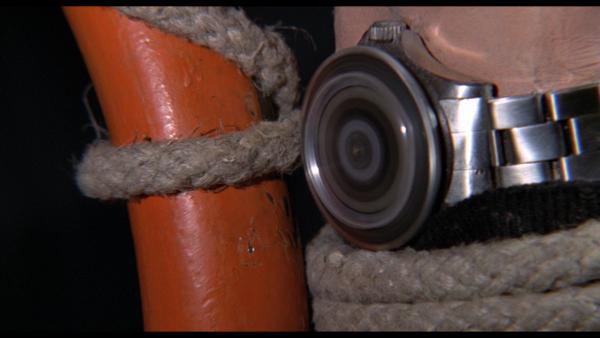 Live And Let Die (1973) – zegarek działający jako piła