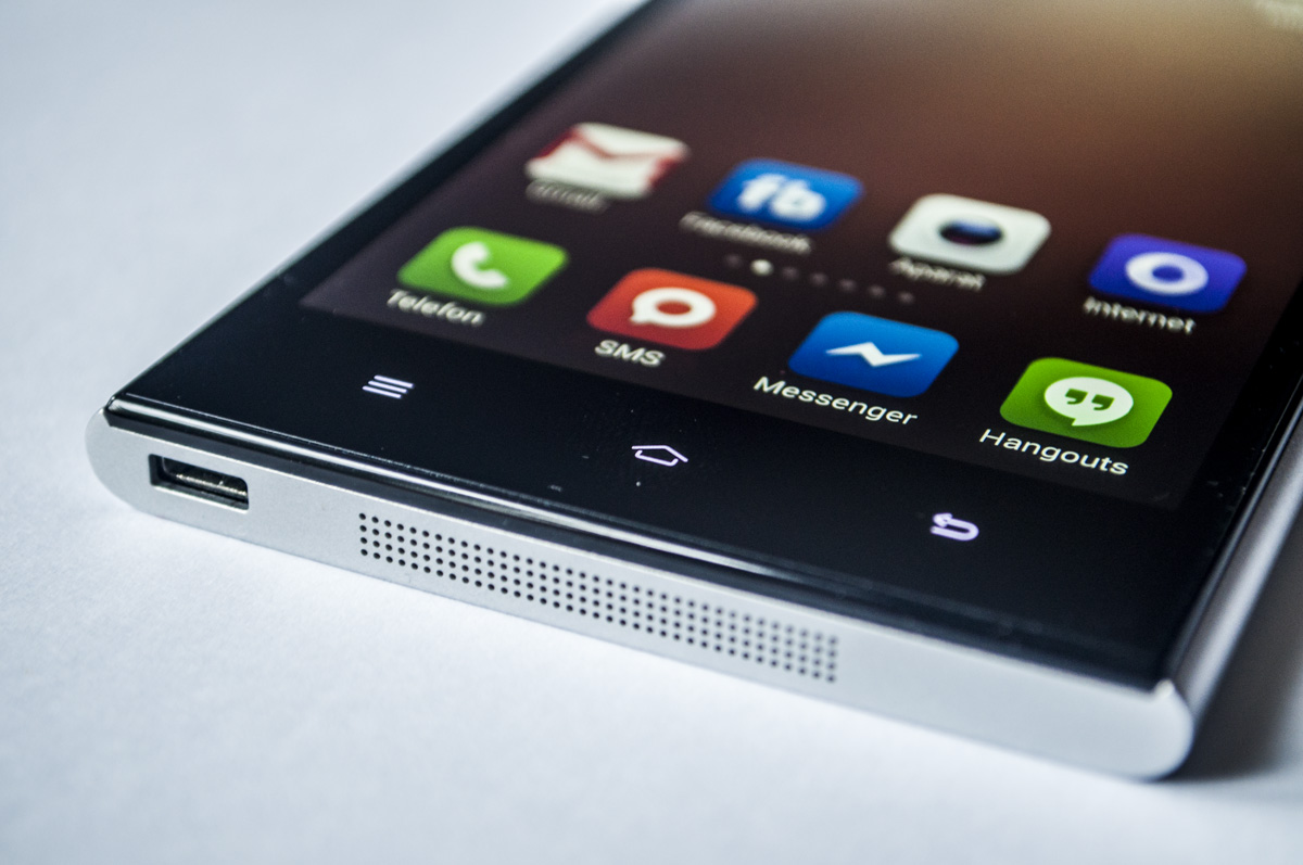 Xiaomi Mi3 - wygląd telefonu. wejście USB i głośnik