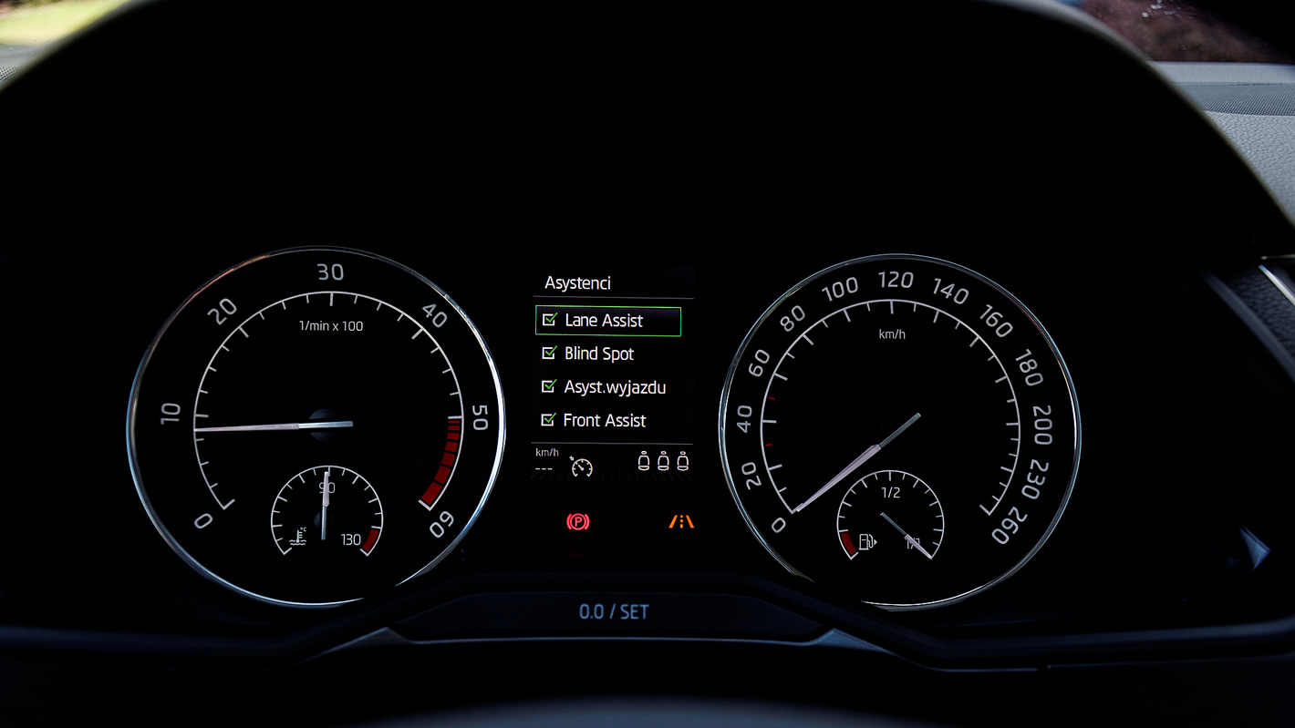 Škoda Superb - zegary kierowcy