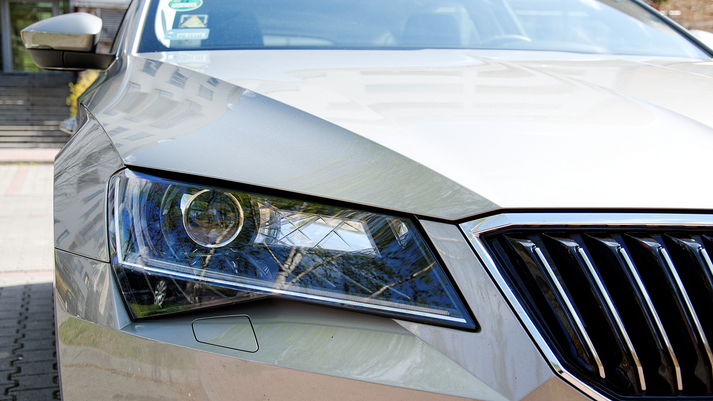 Škoda Superb - adaptacyjny reflektor