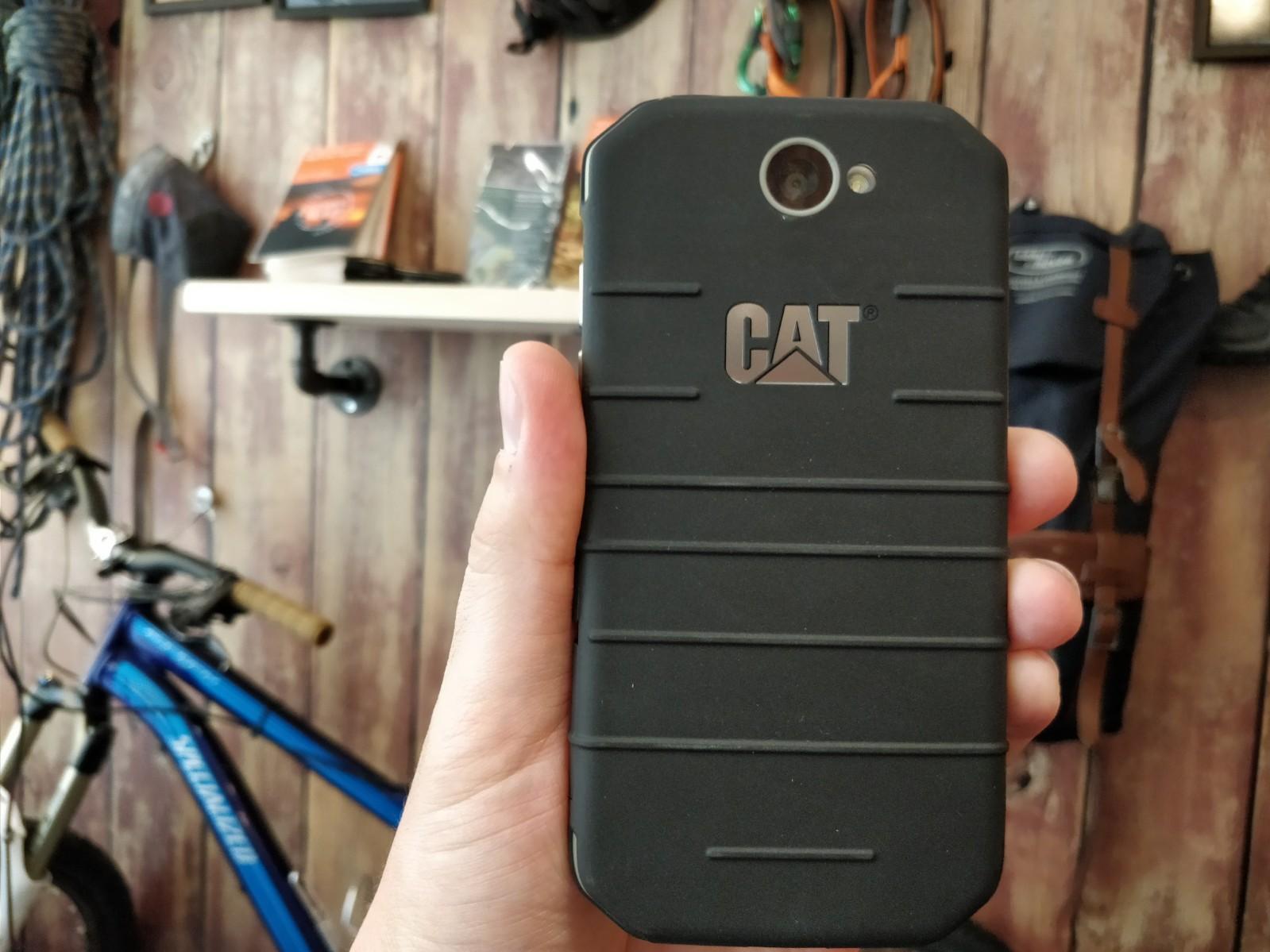 smartfon CAT S31 wygląd odtyłu