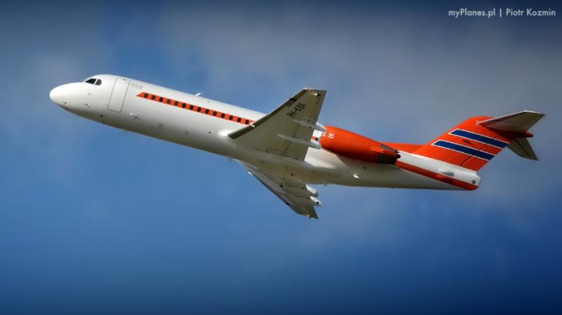 samolot wznosi się w powietrze