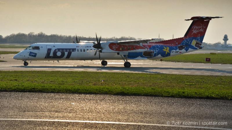aeroplan i samolot lot na lotnisku