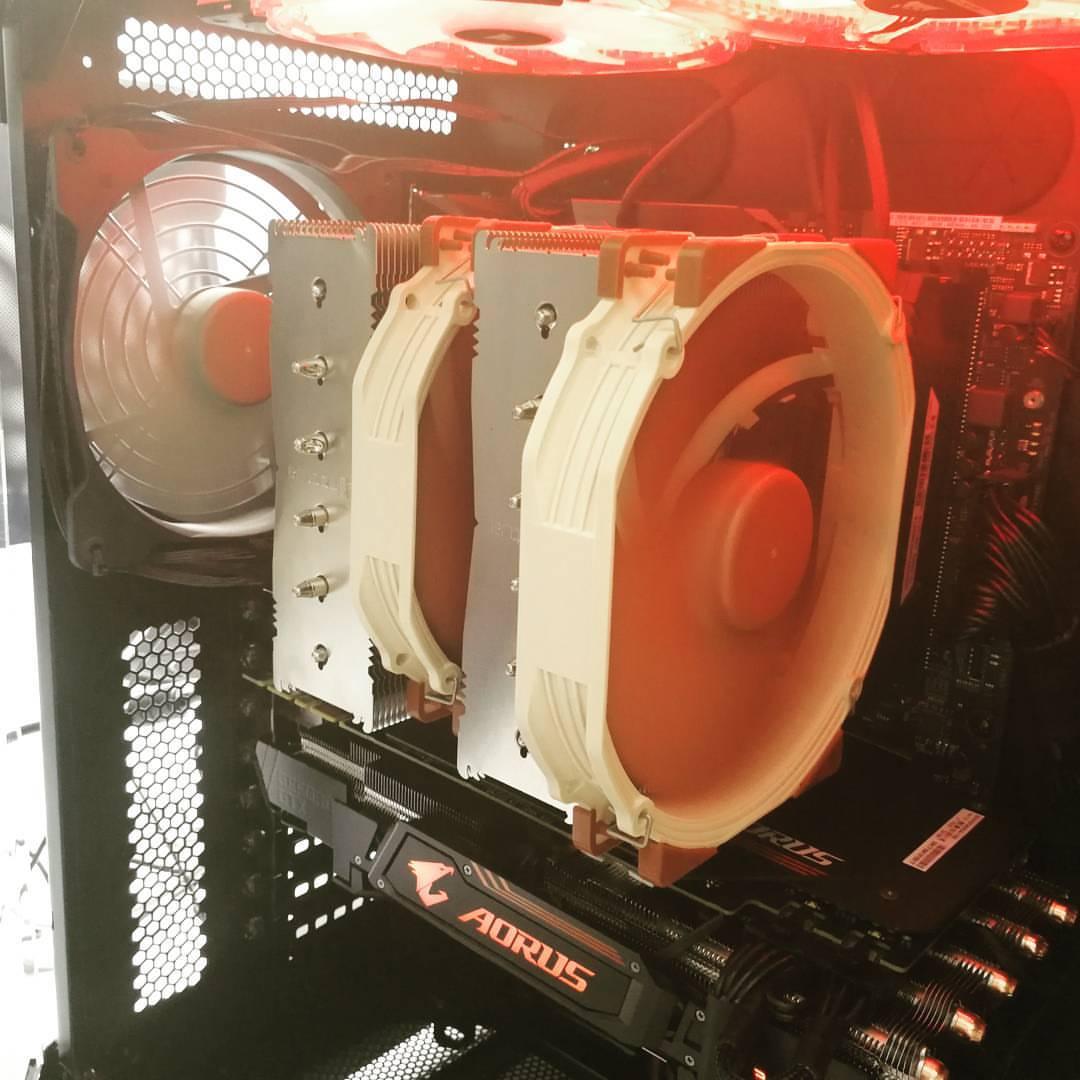 wnętrze komputera i diody led PC