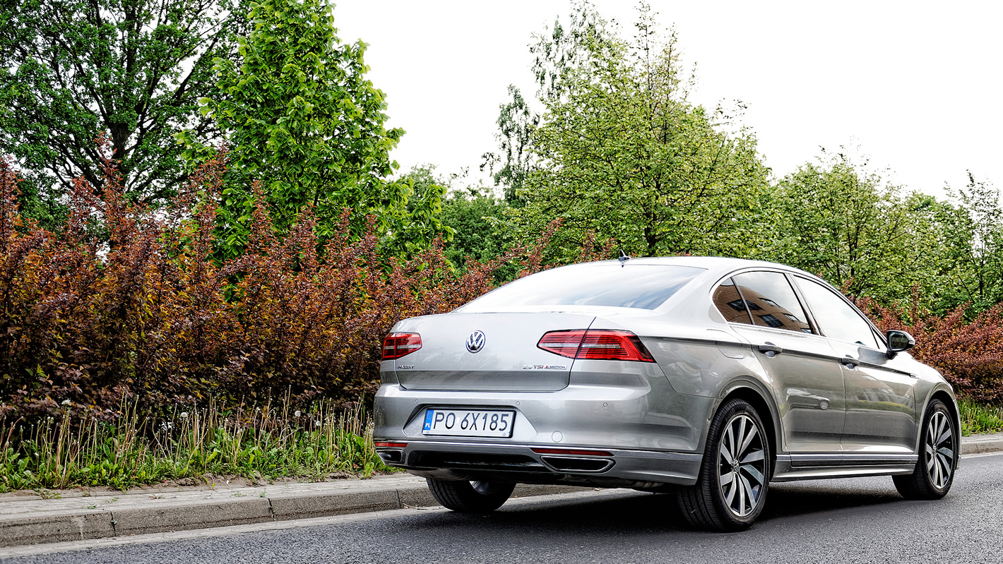 Volkswagen Passat 2.0 TSI 4Motion zdjecie od tylu