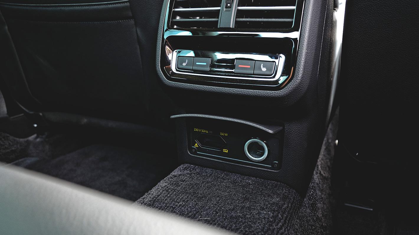 Złącze 230V w Volkswagen Passat