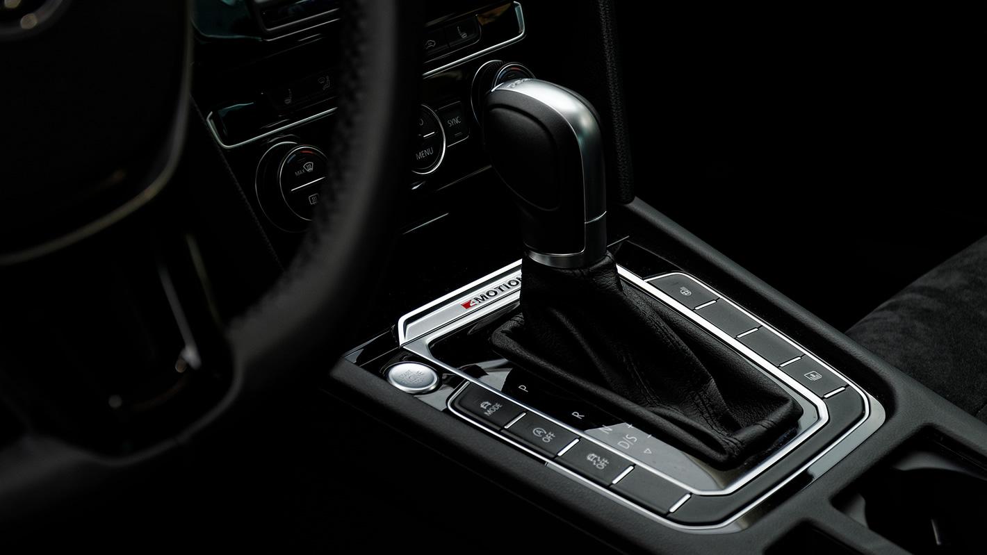 Konsola centralna w Volkswagen Passat 2.0 TSI 4Motion