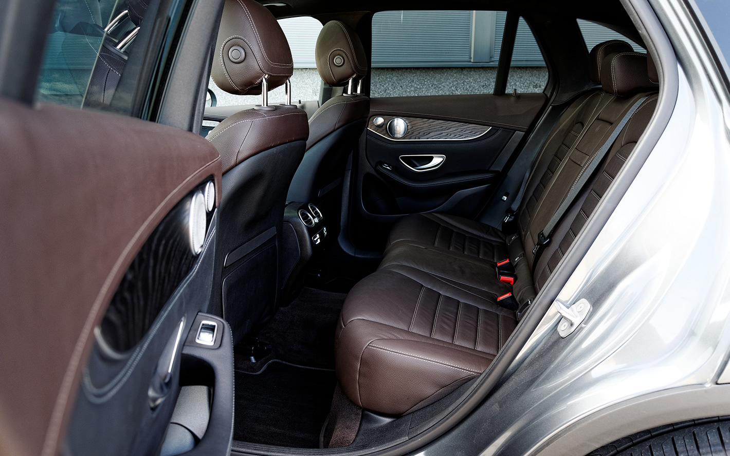 Mercedes-Benz GLC 350 e 4Matic - duża ilość miejsca ztyłu