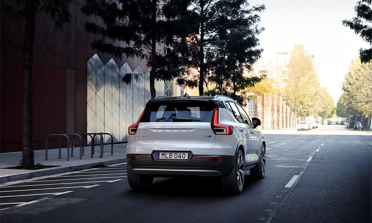 Volvo XC40 - widok jazdy od tyłu
