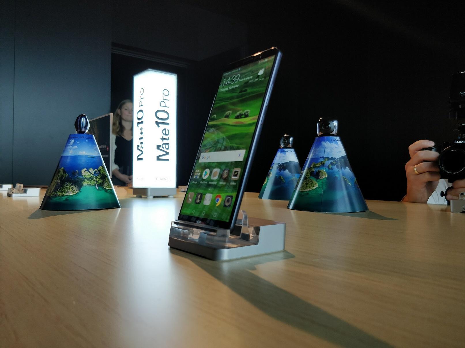 Huawei Mate 10 - widok zboku