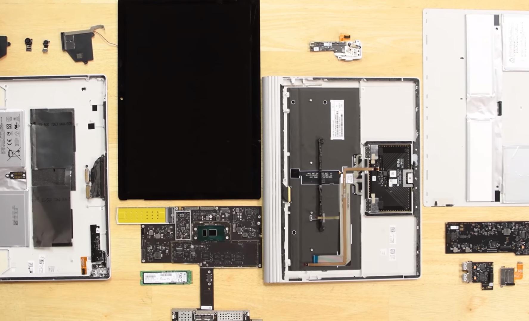 Microsoft Surface Book 2 rozebrany na części