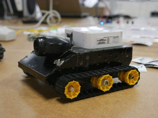 zbudowany robot-czołg