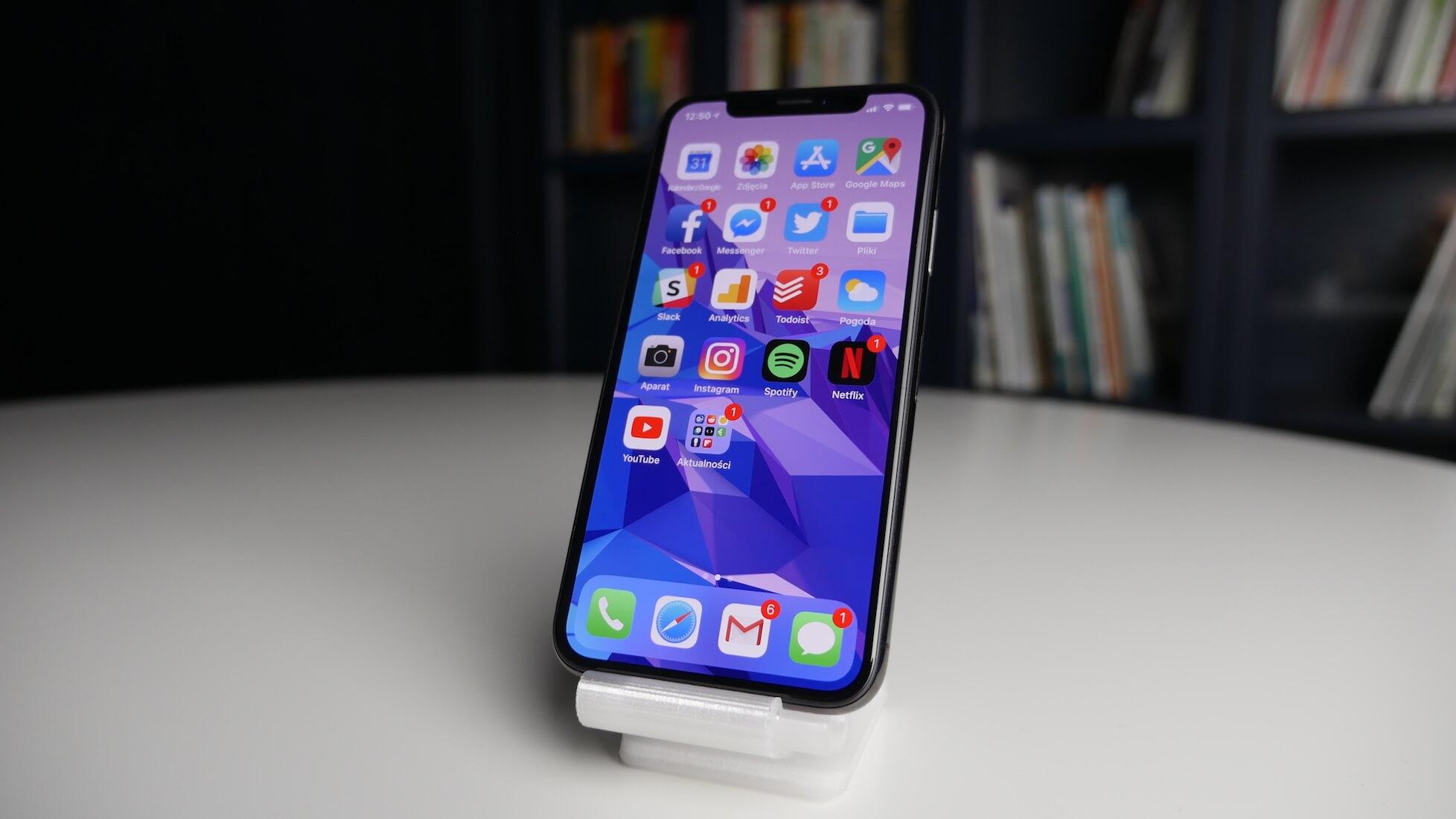 Iphone X - widok z przodu