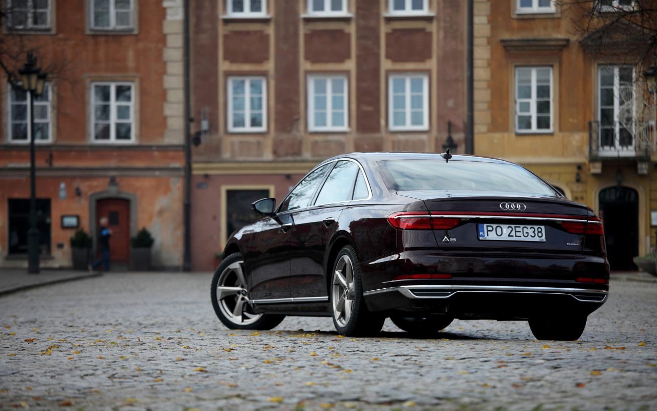 Audi A8 wWarszawie