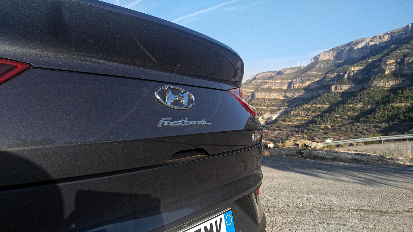Hyundai i30 Fastback - napis Fastback