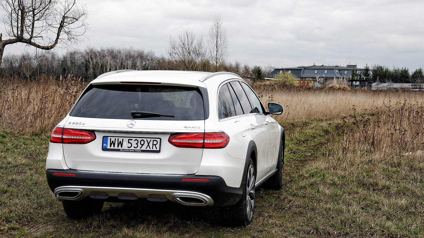 Mercedes-Benz Klasy E 4Matic All-Terrain ztyłu