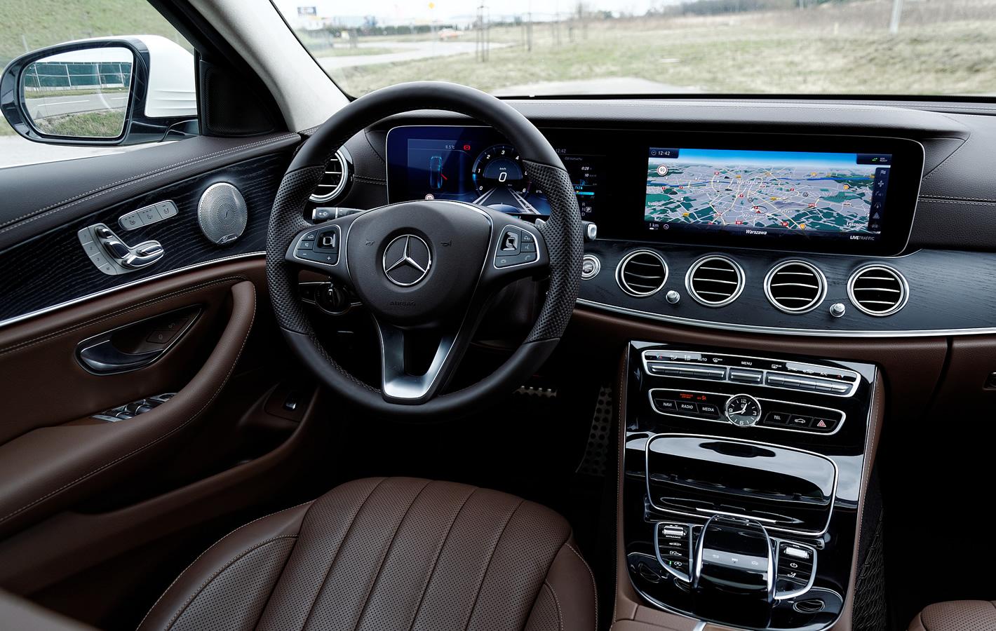 Mercedes-Benz Klasy E 4Matic All-Terrain - wnętrze