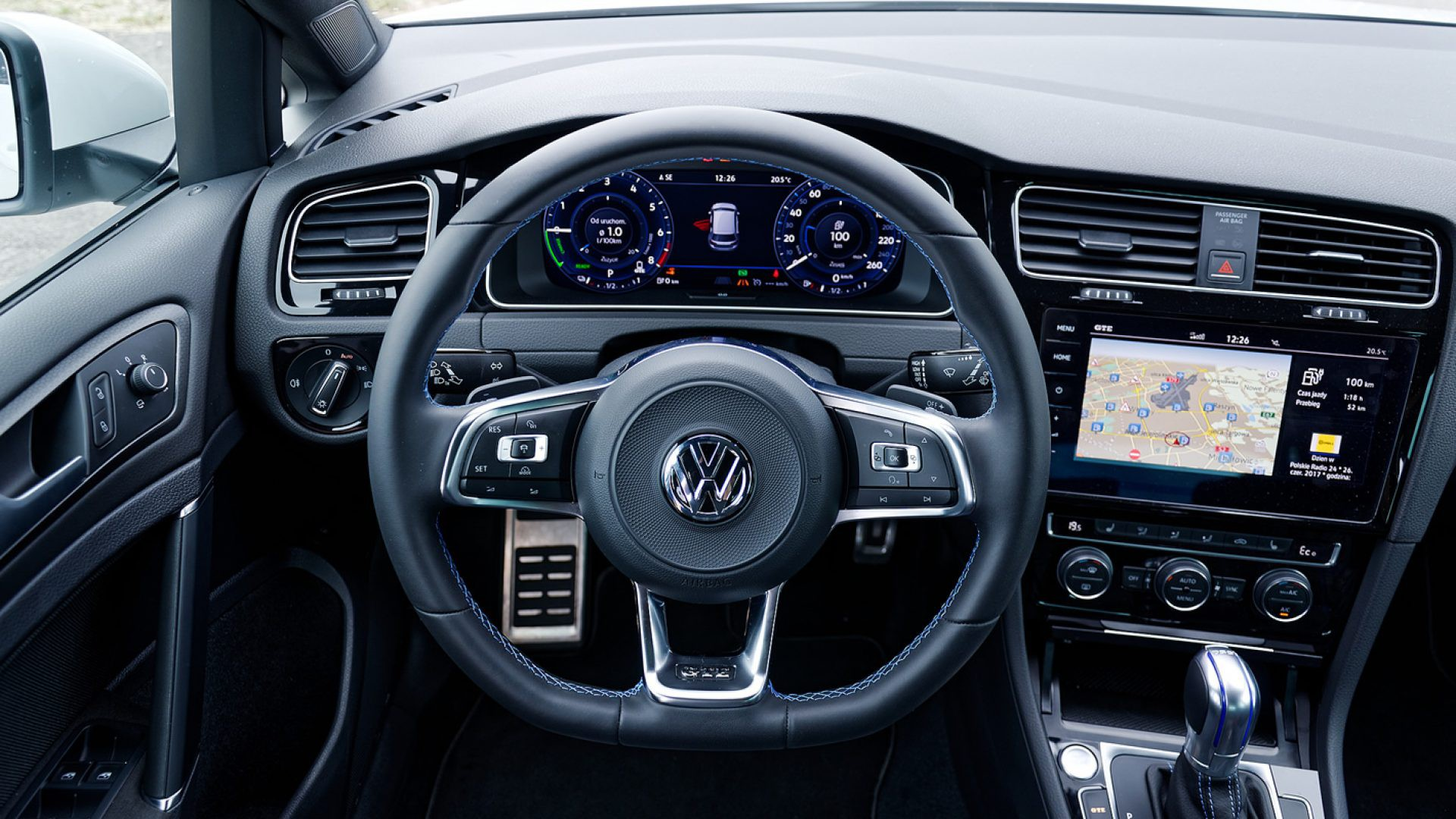 Volkswagen Golf GTE - wygodna kierownica