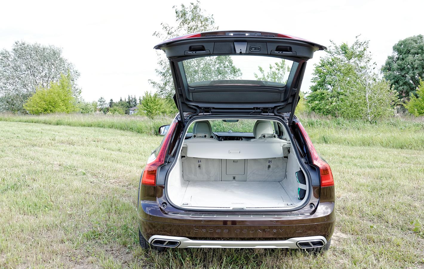 Volvo V90 Cross Country AWD bagażnik
