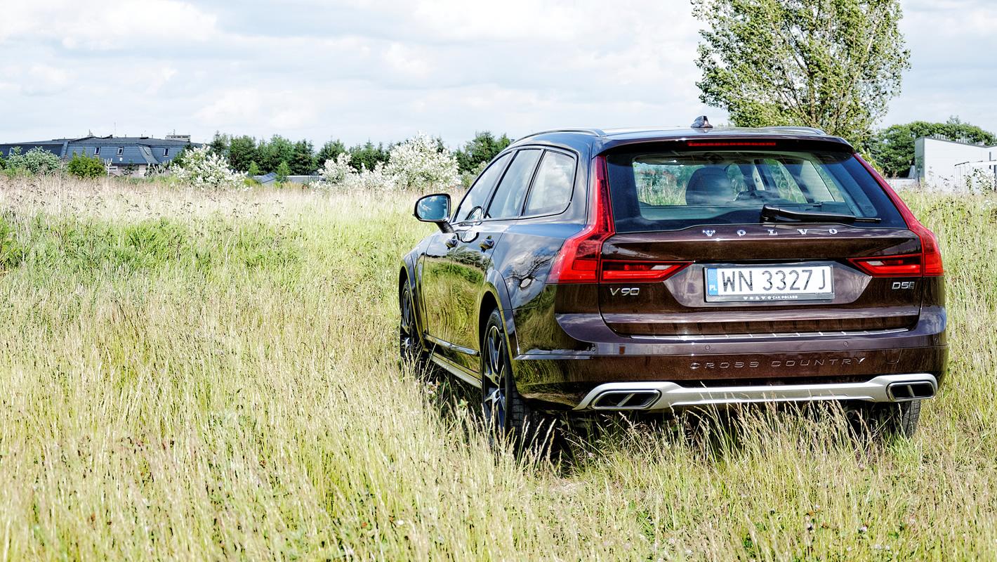 Volvo V90 Cross Country AWD poza utwardzoną drogą