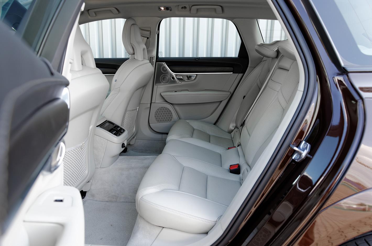 Volvo V90 Cross Country AWD tylna kanapa