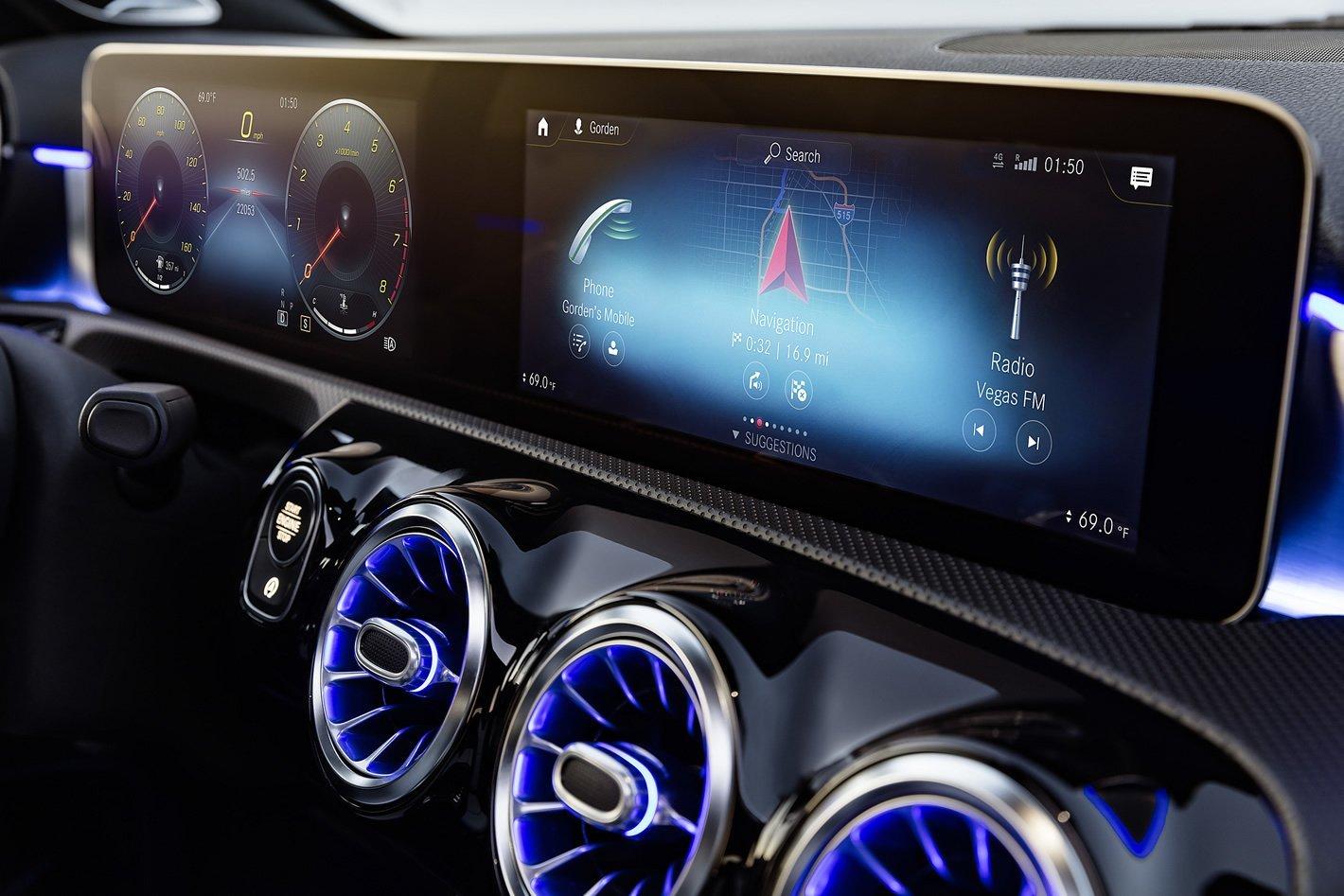 Mercedes-Benz Klasy A - MBUX