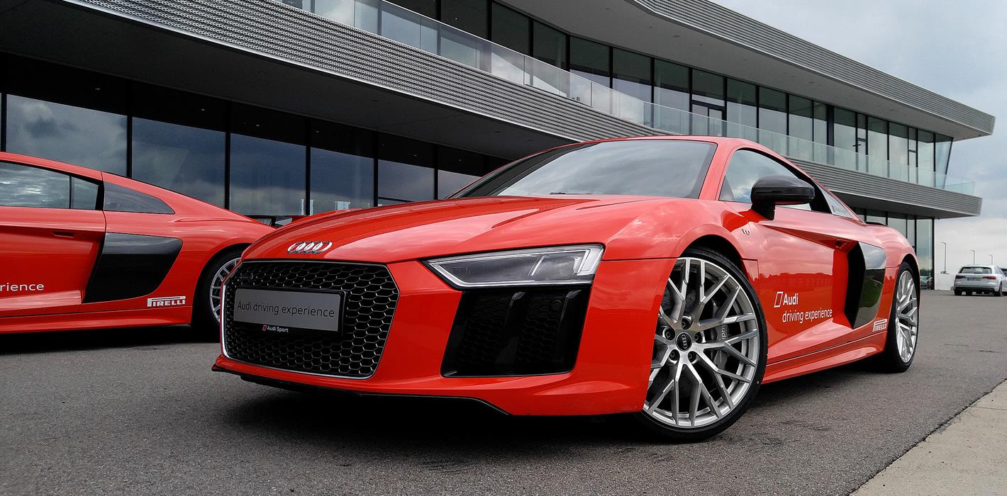 Audi R8 Plus - przyczepne zawieszenie