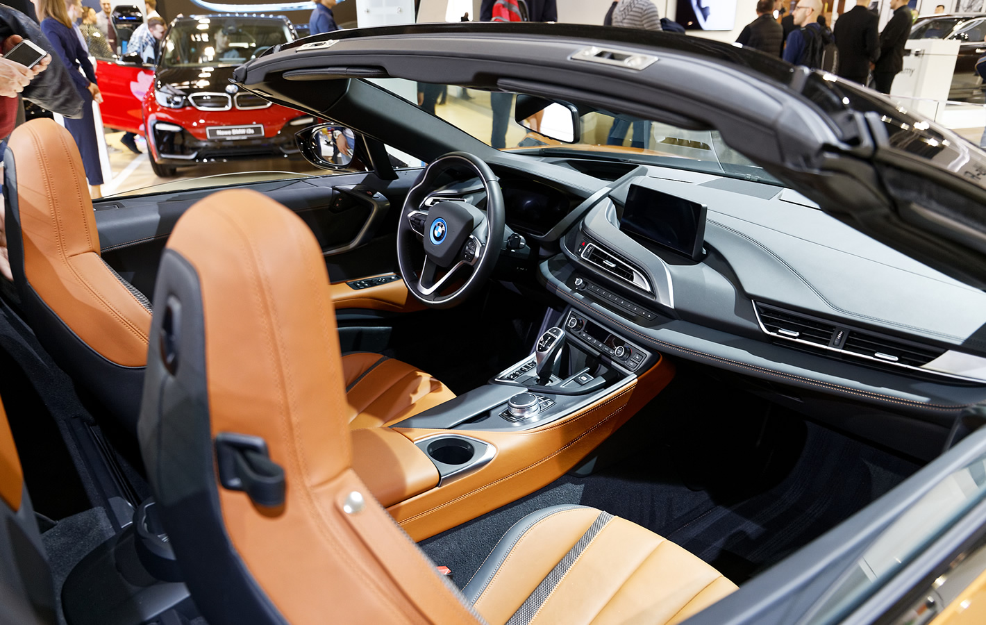Wnętrze BMW i8 Roadster na Poznań Motor Show 2018