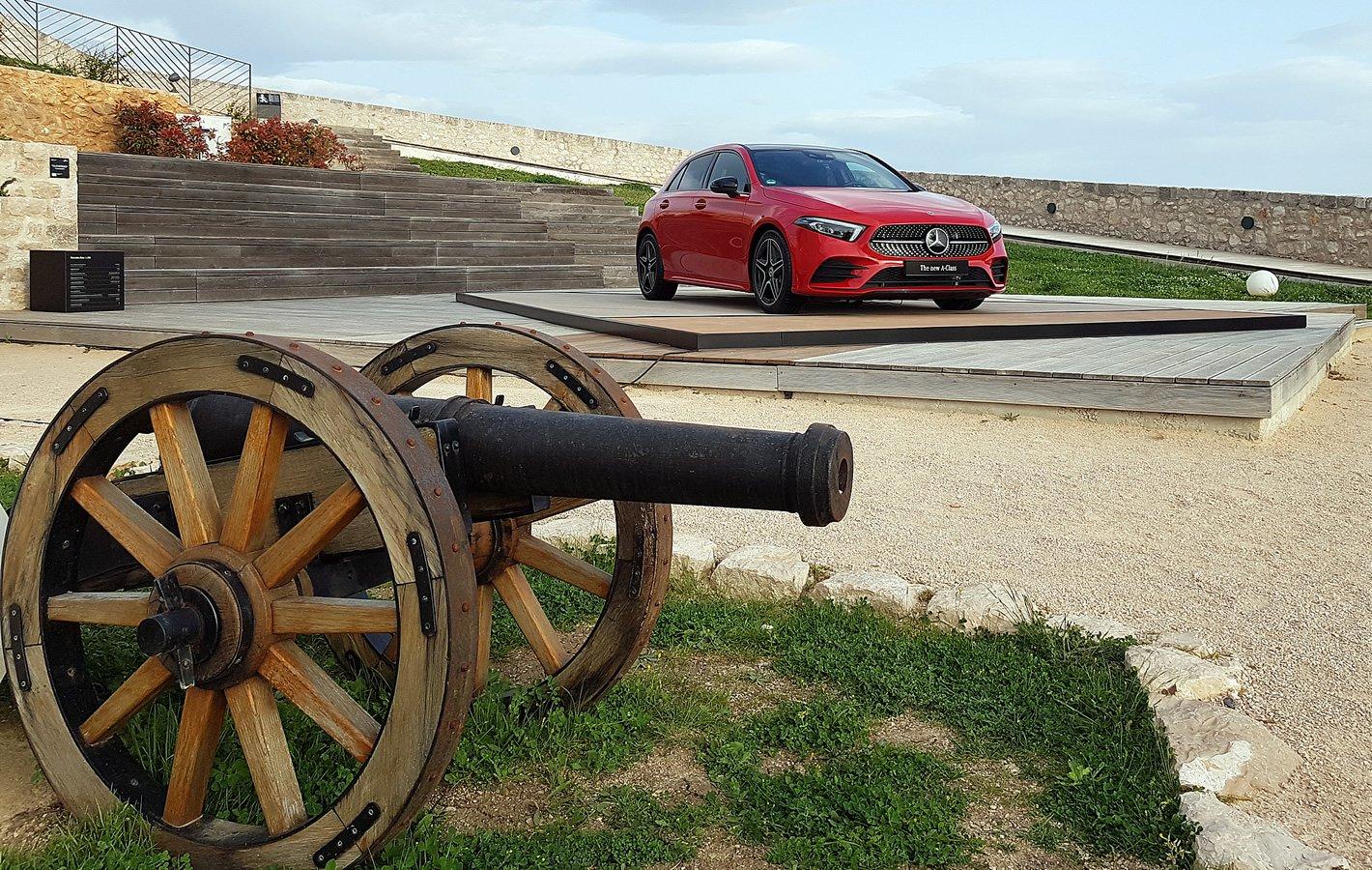 Mercedes-Benz Klasy A w czerwonym kolorze