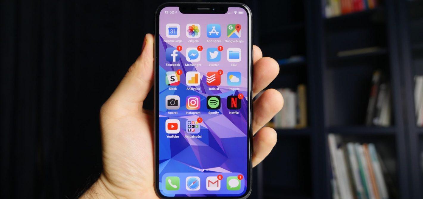 iPhone X z notchem