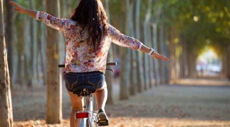 rowerzysta w ruchu drgowym