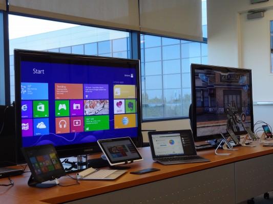 Pokaz sprzętu w siedzibie Intela