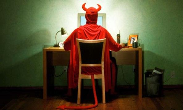 Devil-on-computer-008