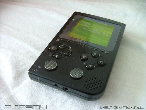 PSP Boy - odpowiedź Sony na Game Boya, która nigdy nie nadeszła. Dziś ergonomia urządzenia może wydawać się nieco wątpliwa, jednak trzeba pochwalić photoshopowy kunszt autora, który zadbał nawet o kurz na ekranie urządzenia.