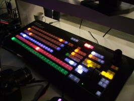 Stream jest realizowany za pomocą urządzenia NewTek TriCaster 850 CS™, które kosztuje 160 tysięcy złotych! Obsługą zajmuje się firma BEIKS Machulski.