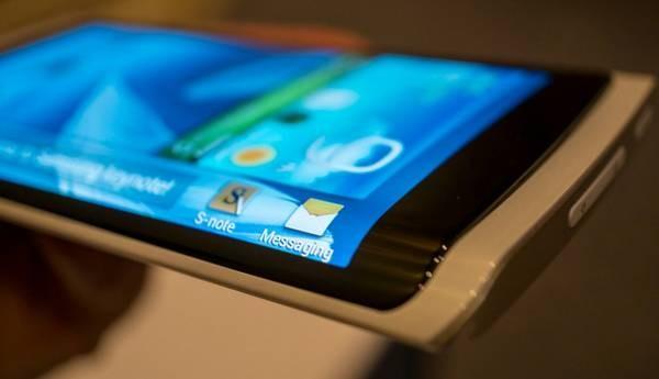 smartfon i zaginany wyświetlacz