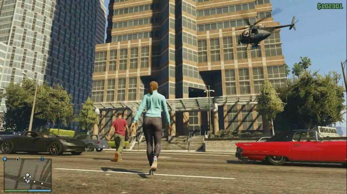 gta-online-gameplay-walking-across-street