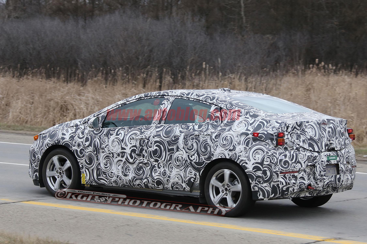 2016-chevy-volt-spy-shot-3-1