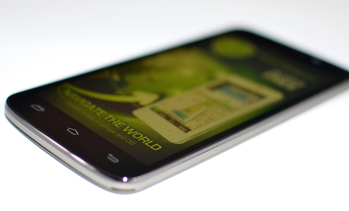 Prestigio MultiPhone 7600 DUO display