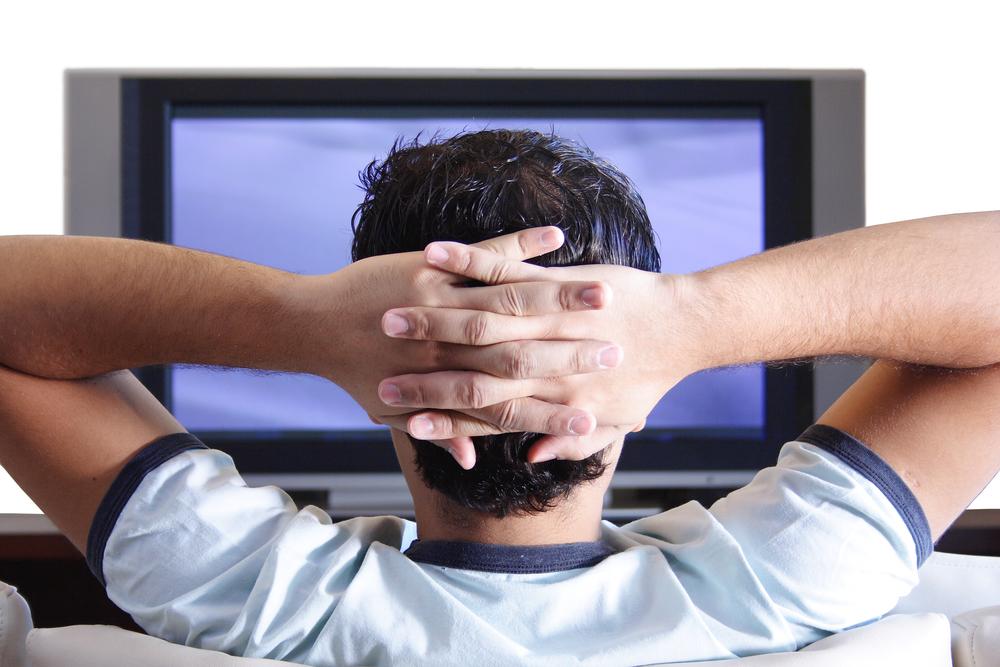 wpid-man-watching-tv1