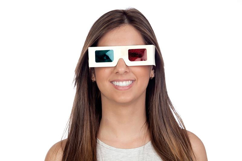 Pani w okularach 3D