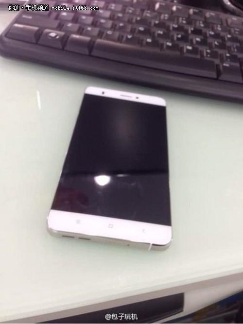Xiaomi-smartphone-with-edge-to-edge-screen.1