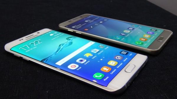 smartfony od samsunga na stole
