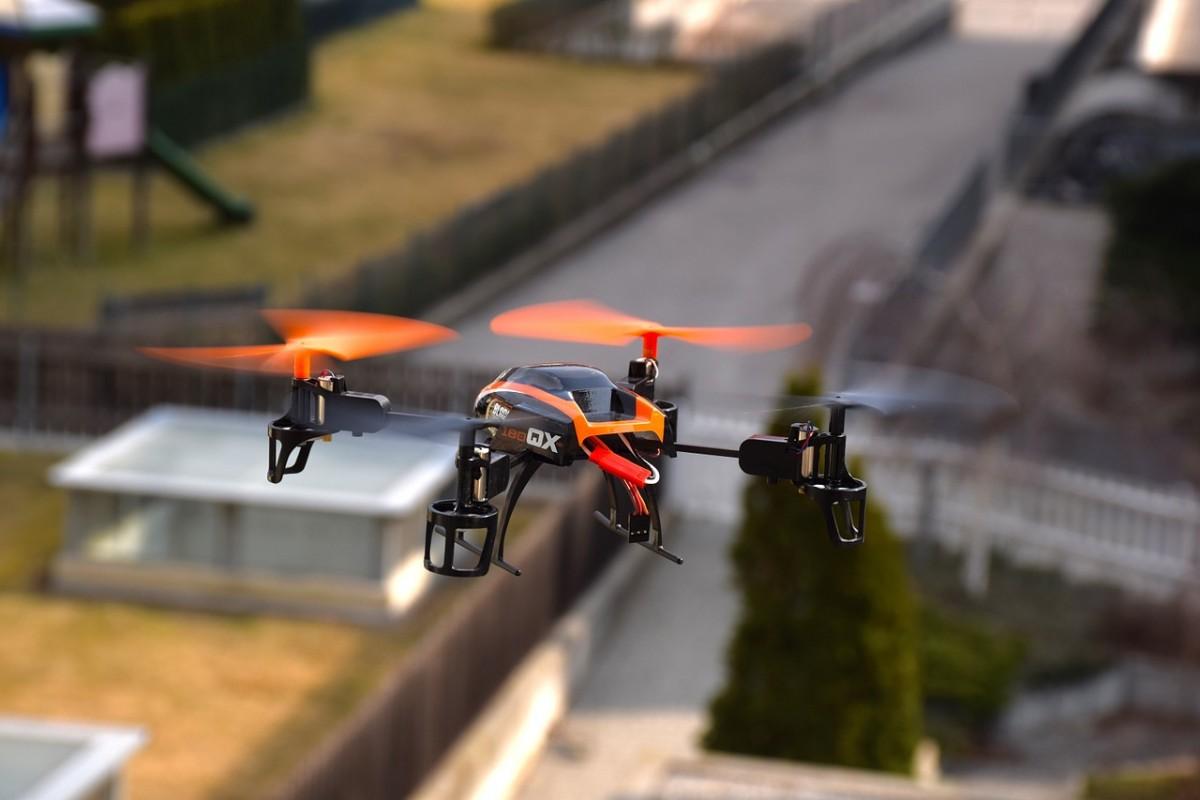 drone-674236_1280