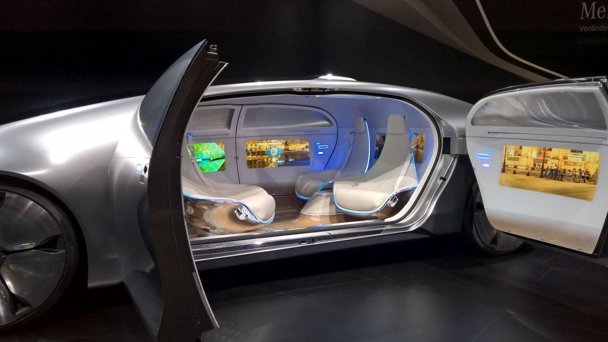 Mercedes F 015 >> Tylko popatrzcie na przyszłość motoryzacji według Mercedesa