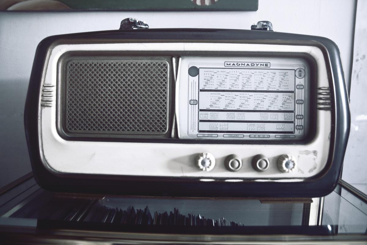 vintage-technology-music-old
