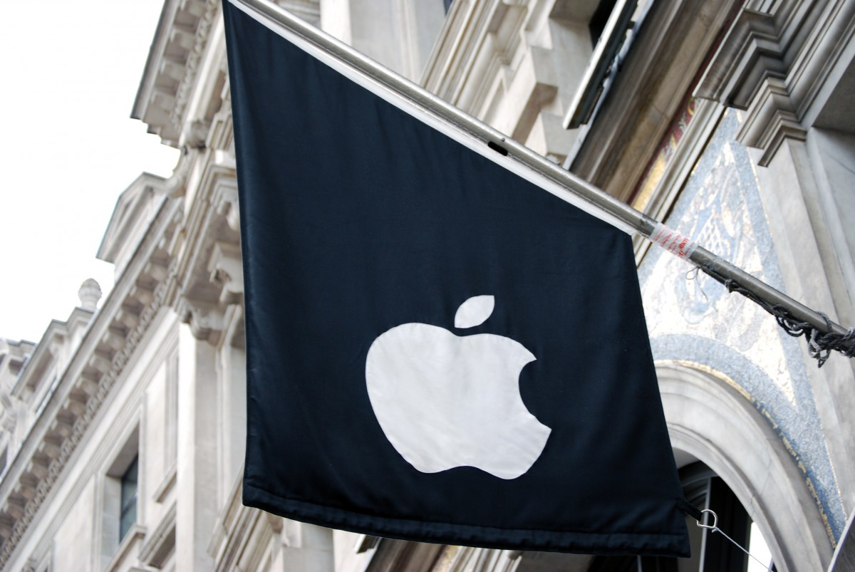 Apple_Store_Regent_Street_flag