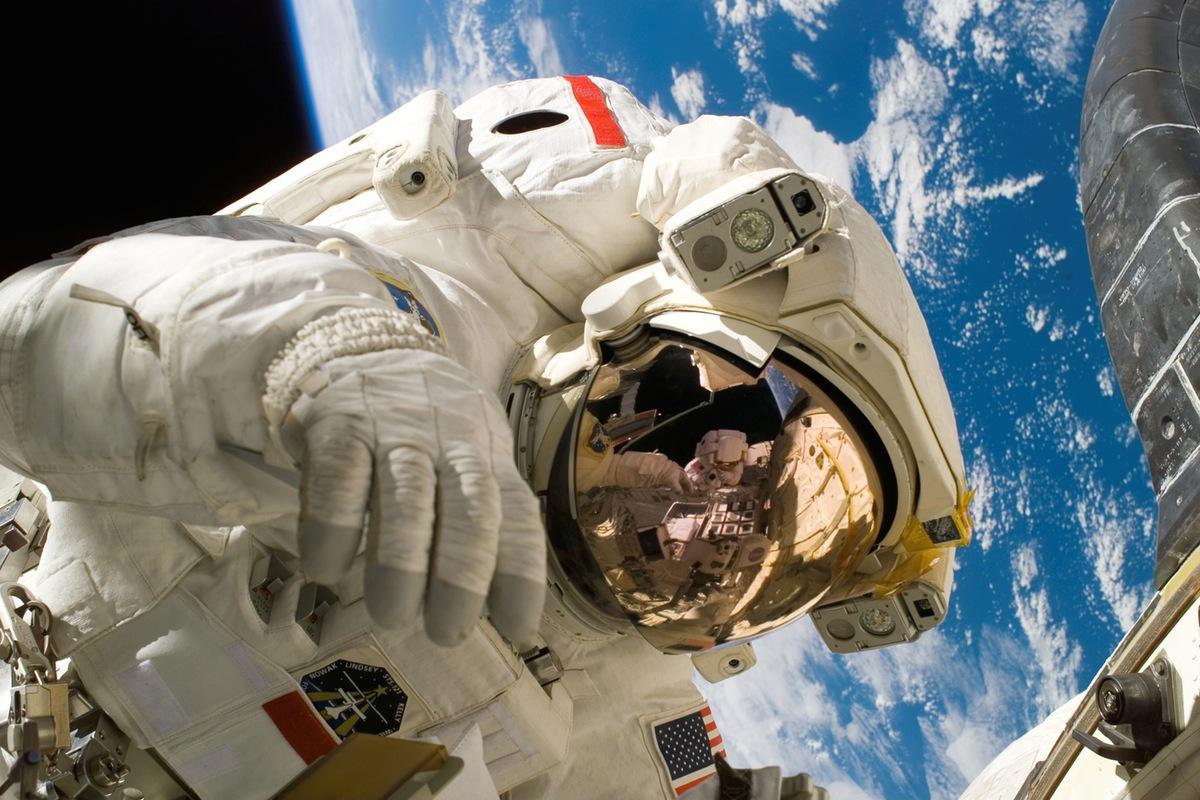 kosmonauta w kosmosie