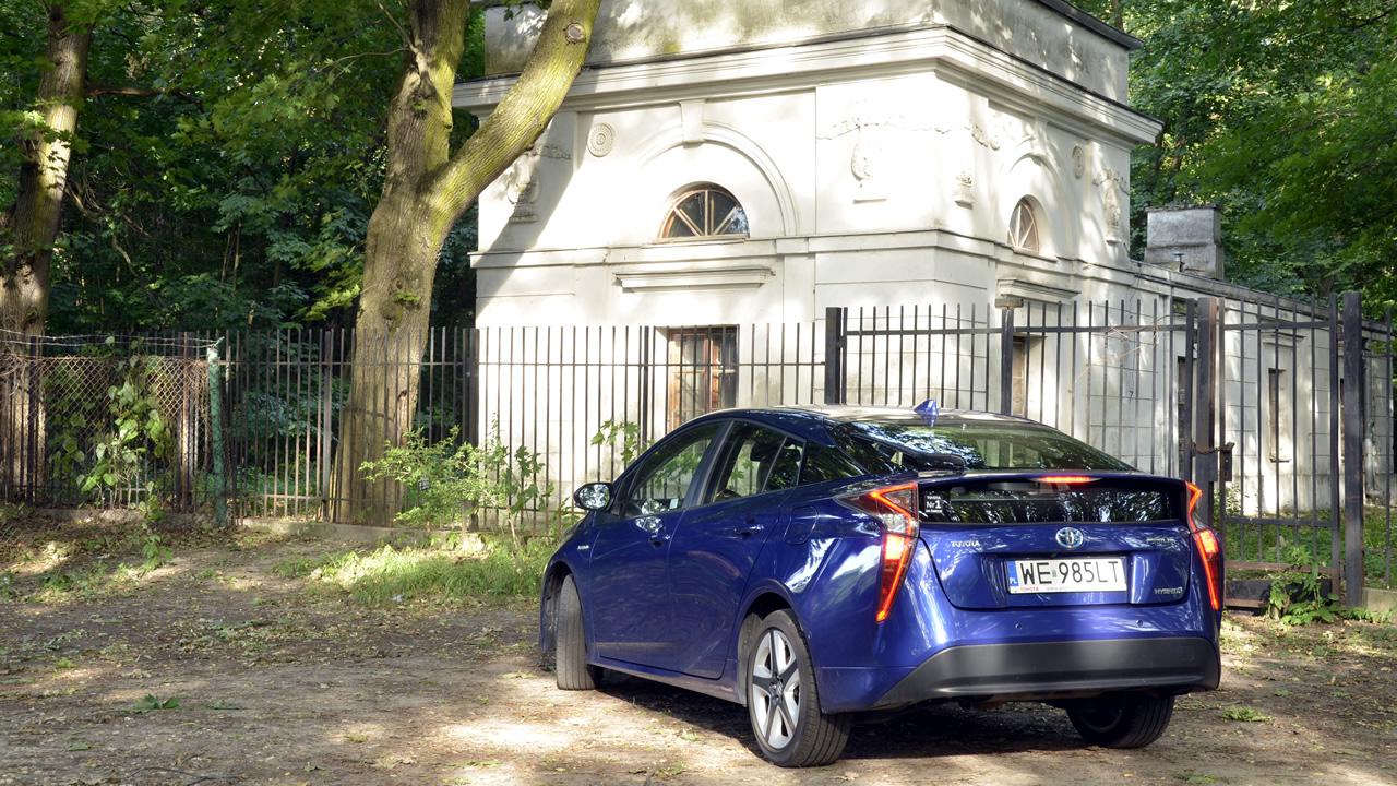 Aerodynamika w Toyota Prius 4. generacji wymusiła podział tylnej szyby na dwie części