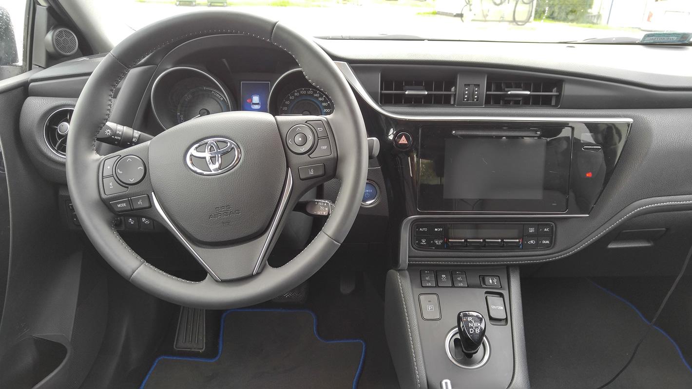 Wnętrze samochodu Toyota Auris Hybrid